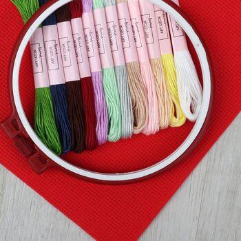 Набор для вышивания крестиком: канва без рисунка 30×20 см, мулине 12 шт, пяльцы d16 см