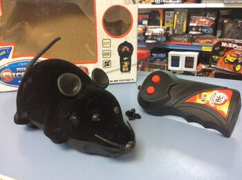 Радиоуправляемая мышка на пульте управления 222