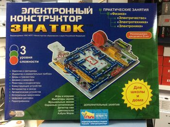 Электронный конструктор Знаток ZN-70006 Для школы и дома (999 схем)